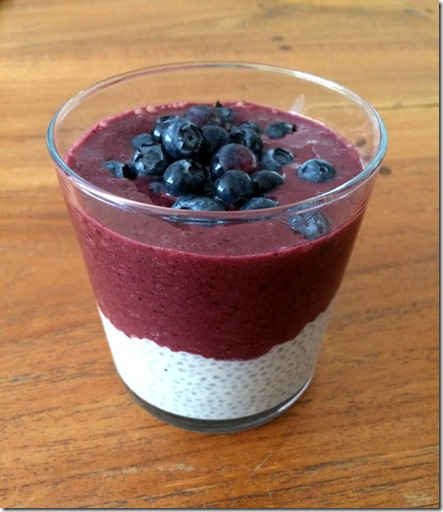 Pudding de chia avec coulis de fruits